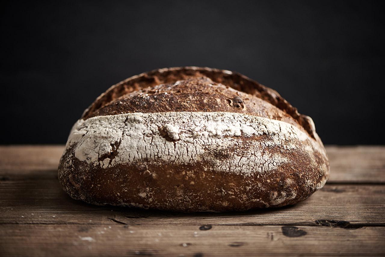 לחם כפרי אגוזים וסילאן