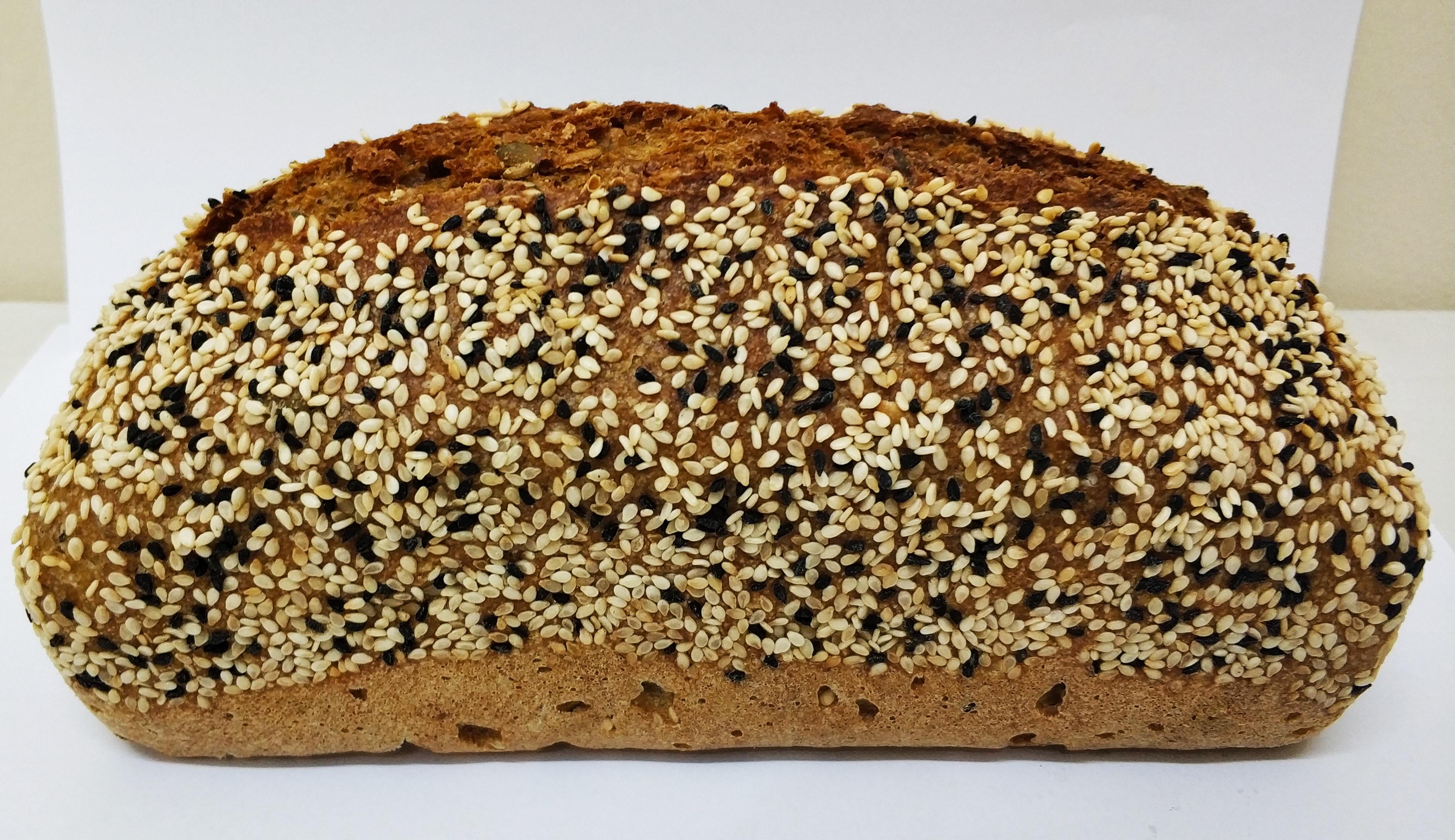 לחם שיפון וכוסמין מלא עם גרעינים